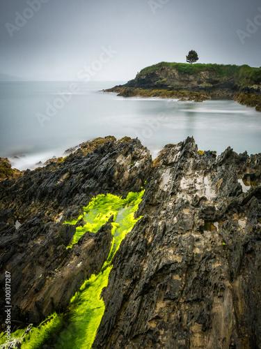 Photo Rain and stormy weather at the coastline near bantry ireland