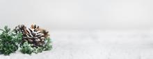 Christmas - Pine Cones And Bra...