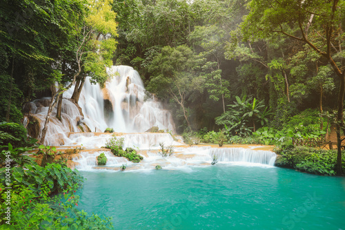 Fond de hotte en verre imprimé Cascades Kuang Si Waterfalls in Luang Prabang Laos. Long exposure. Beautiful waterfall in wild jungle