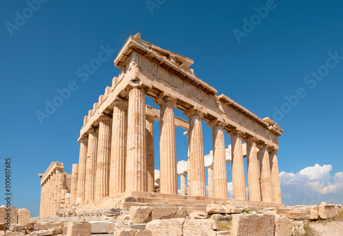 Photo Parthenon temple on a bright day with blue sky