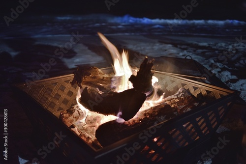 Flames under the stars crate a meditative mood as wood is burning amd creating a soft ambiance in a fire pit