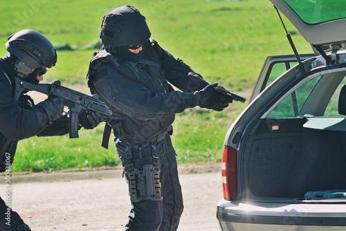 Fotografía Arrest - anti-terrorist brigade in action.