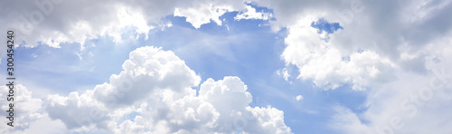Cuadros en Lienzo Panorama of clear blue sky with white cloud background