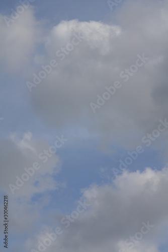 Montage in der Fensternische Darknightsky Cumulus clouds