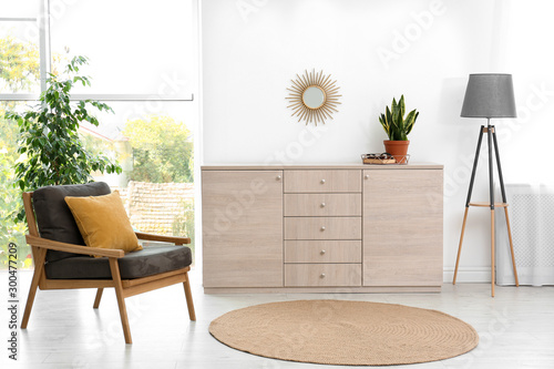 Photo Stylish room interior with modern wooden cabinet