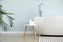 Modern Bathtub Of Stylish Inte...