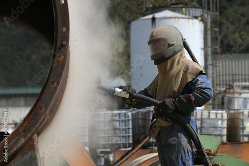 Vászonkép engineer sandblasting a steel casing