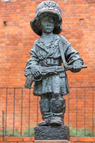 Fototapeta Symbolic monument of the Little Insurrectionist, a child hero fighting in the Warsaw Uprising 1944 , Warsaw, Poland obraz