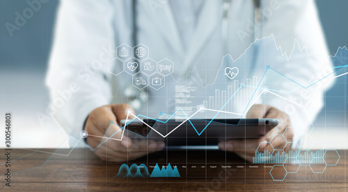 Pinturas sobre lienzo  Healthcare business graph data and growth, Medical examination and doctor analyzing medical report network connection on tablet screen