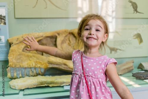 Fotografia, Obraz Cute girl in museum