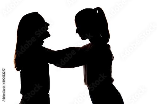 Valokuva Dos chicas muy guapas abrazadas; amor fraternal, amigas cariñosas guapas y sonrientes