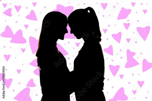Dos chicas muy guapas abrazadas; amor fraternal, amigas cariñosas guapas y sonrientes Canvas-taulu