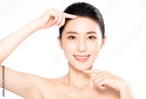 Obraz na plátne Closeup of Smiling beauty  Making finger Gesture