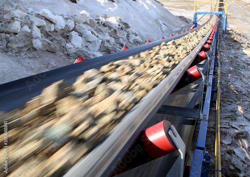 Obraz na płótnie Conveyor belt moves ore from the quarry for processing