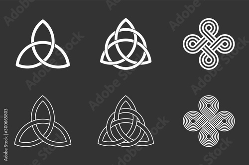 Photo Celtic knots set on black background