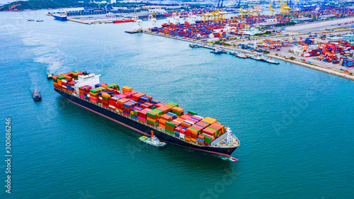 Vászonkép Cargo ships with full container receipts to import and export products worldwide