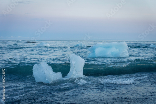 Foto auf Gartenposter Antarktika Ice bergs/chunks and glacier at jokulsarlon/fjallsarlon glacier lagoon. Iceland and travel concept.