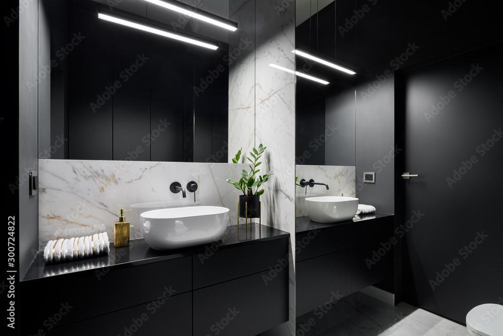 Fototapety, obrazy: Black bathroom with mirror wall