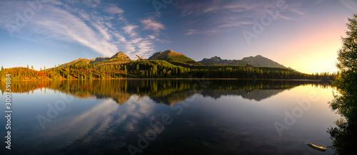 Tuinposter Lavendel Lake Strbske Pleso in High Tatras from Slovakia