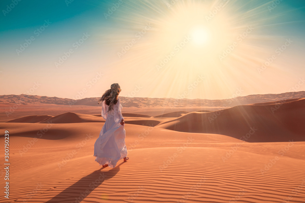 Fototapety, obrazy: UAE. Woman in desert