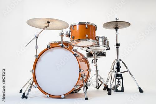 Gelbes Schlagzeug vor weißem Hintergrund Canvas Print