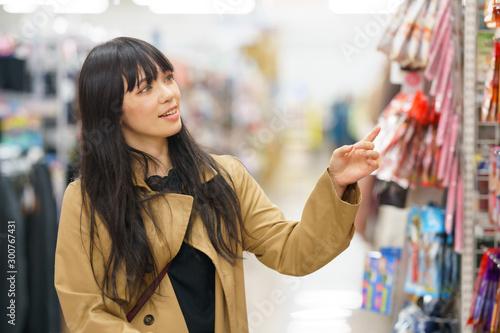 Cuadros en Lienzo 買い物する女性