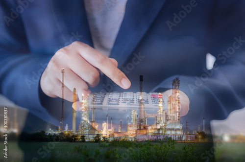 Fotografía Business Accountant Woman Using Calculator for Calculating Financial Investment Profit Estimate, Double Exposure of Businesswoman is Calculating Tax Expense Against Oil/Gas Refinery Plant Background