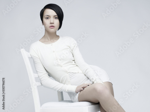 Recess Fitting womenART Elegant sitting lady