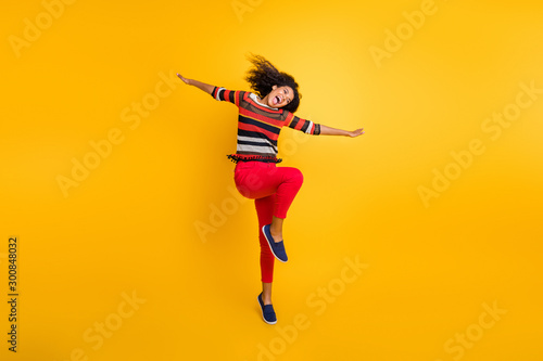 Photo  Full size photo of cheerful crazy afro american girl have autumn holidays hold h