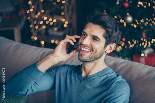 Pinturas sobre lienzo  Close up photo of joyful guy speaking cellphone tell congratulations with newyea