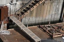 桟橋の古いタラップ