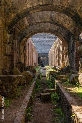 Obraz na płótnie Underground ruins of an ancient amphitheater in Santa Maria Capua Vetere in Camp