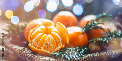 In de dag Kruidenierswinkel Fresh Clementines or Tangerines in the Basket