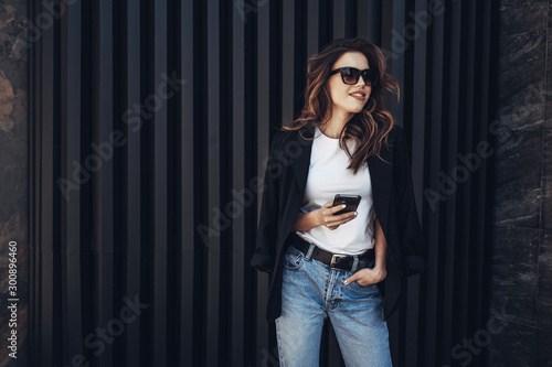 obraz dibond Fashion Portrait of Stylish Pretty Brunette Young Woman Outdoor