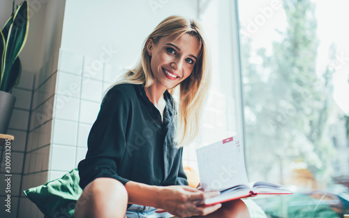 Fotomural  Good looking hipster girl with candid smile looking at camera while doing univer