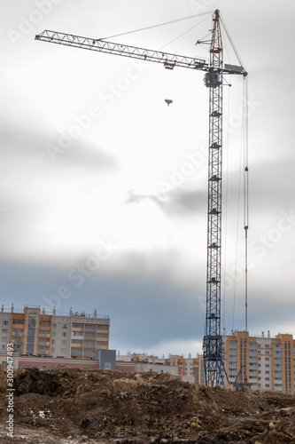 Photo construction cranes on the construction site new residential area