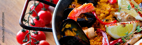 Delicious Spanish seafood paella panoramic view from top Fototapet