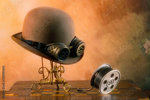 Fotografia, Obraz Steampunk del cinema con cappello e pellicola