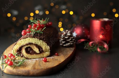 Tronchetto di Natale al cioccolato, Buche de Noel sul tagliere di legno Wallpaper Mural