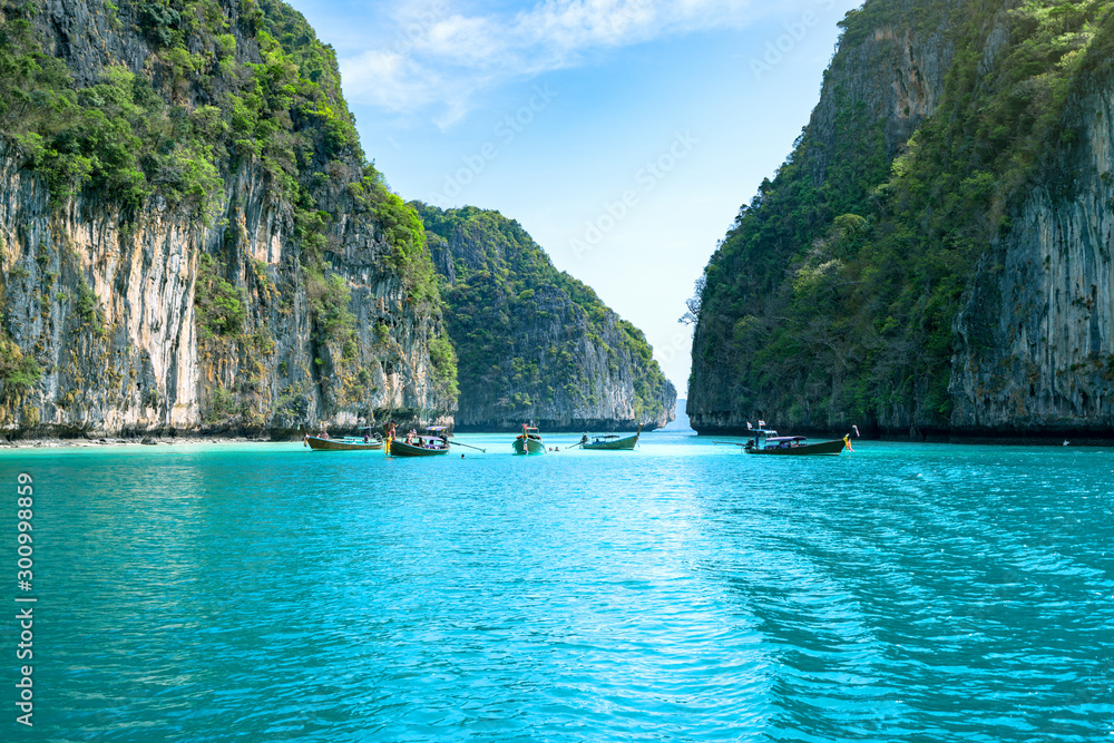 Fototapeta Travel vacation background - Thai traditional longtail boats on the sea at Phi-Phi island, Thailand