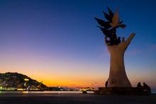 Hand Statue That Represent Pea...