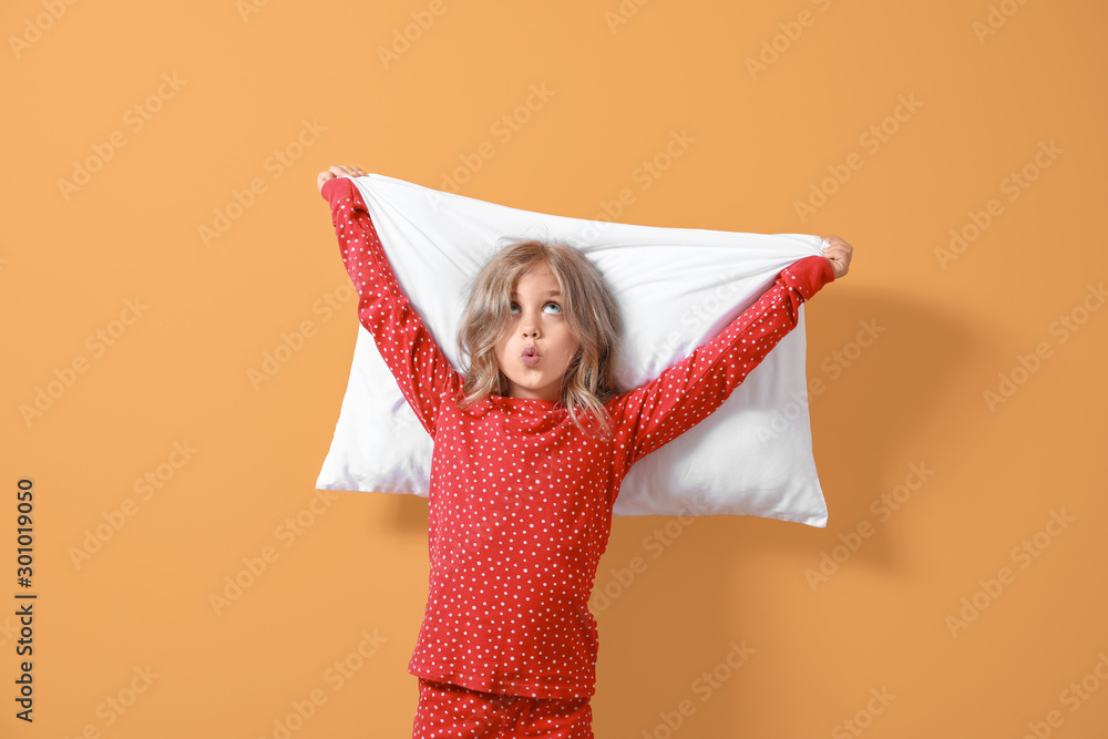Fototapety, obrazy: Surprised little girl in pajamas and with pillow on color background