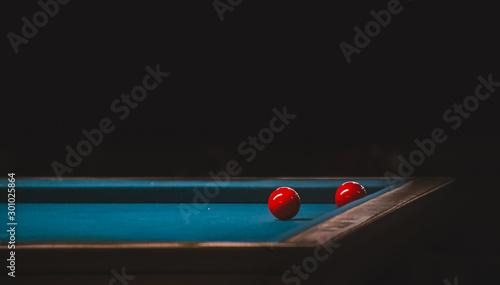 Photo Mesa de billar con dos bolas rojas