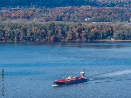 Fotomural Aerial photo of the ship on the Hudson River