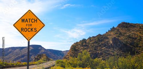 Valokuva  Rockfall warning sign