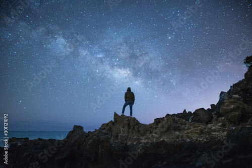 Fotomural  Bonito paisaje nocturno con buenos colores