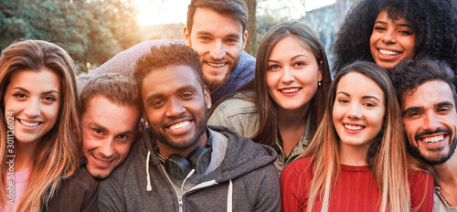 Foto Happy millennial friends from diverse cultures and races having fun posing in fr