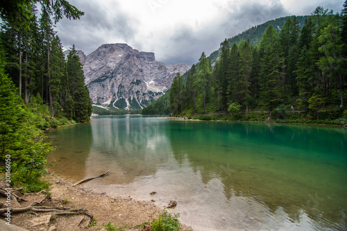 Foto auf Gartenposter Fluss Lake Lago di Braies in Dolomiti mountains, South Tyrol, Italy. Dock with romantic old wooden rowing boats on lake. Amazing view of Lago di Braies.