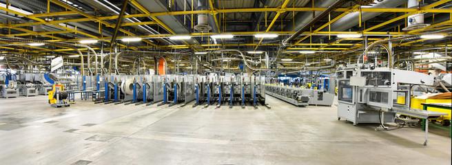 moderne Maschinen in einer Großdruckerei // modern machines in one factory - interior and equipment