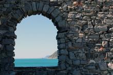 Arco E Muro In Pietra Con Vist...